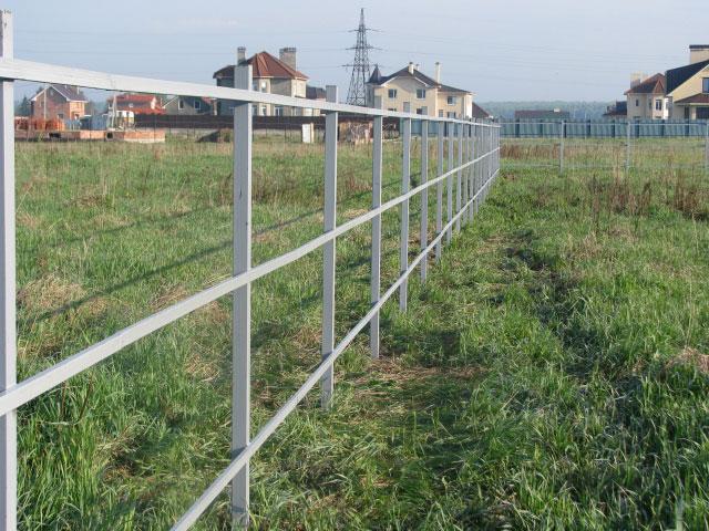 стоимость квадратного столба на забор 100 оно само, очень